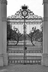 Eingangsportal zum Schlossgarten vom Schloss Oranienburg - das älsteste Barockschloss in  Brandenburg. In der Regierungszeit Friedrichs III./I. (1688 – 1713) wurde Oranienburg eine der bedeutendsten Schloss- , Garten- und Stadtanlagen in der Mark Br