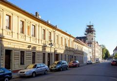 Blick durch die ehem. Rathausstrasse von Theresienstadt / Terezin - der Erkerturm des Postgebäudes wird restauriert.