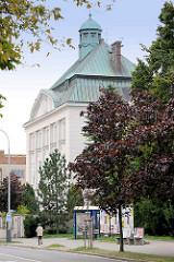 Verwaltungsgebäude mit Kupferdach - Kolin, Tschechische Rebublik.
