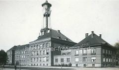 Historisches Foto vom Gymnasium Kolin - Gebäude der Obchodni Akademie / Handelsakademie, erbaut 1924; Architekten  John Mayer und William Kvasnička.