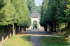 Allee - Orangerie Pavillion / Salon im Schlosspark Rheinsberg.