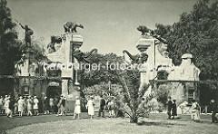 Alter historischer Eingang von Hagenbecks Tierpark - Jugendstiltor mit Skulpturen.