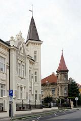 Wohnhäuser mit Giebelturm - Architekturbilder aus Kolin, Tschechien.
