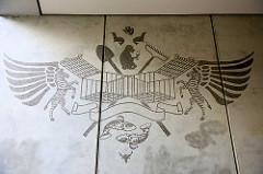 Wandbild am Hauseingang Ecke Trommelstrasse / Lincolnstrasse; Fresco mit Tieren und geöffneten Käfigen, Erinnerung an das Geburtshaus von Carl Hagenbeck, das in der Linconstrasse stand.