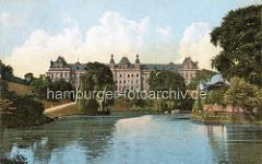 Historisches Motiv von den Hamburger Wallanlagen / Stadtgraben mit Pavillion; Strafjustizgebäude.