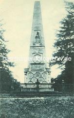 Historisches Bild -  Obelisk beim Schlosspark Rheinsberg - Bildhauer Boumann d. J.; angelegt 1790 - Gedenkstein für Offiziere des Siebenjährigen Kriegs.