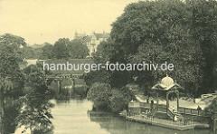 Altes Motiv vom Hamburger Stadtgraben in den Wallanlagen - Pavillon, Anleger am Wasser - Wohnhäuser in der Feldstrasse.
