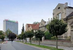 Jugendstilwohnhäuser - Einzelhäuser in Kolin, Tschechien - Hochhaus  mit Aufschrift Futurum Kolín.