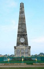 Obelisk beim Schlosspark Rheinsberg - Bildhauer Boumann d. J.; angelegt 1790 - Gedenkstein für Offiziere des Siebenjährigen Kriegs.