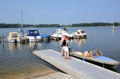 Marina in Rheinsberg - Grienericksee; Slipanlage - Delphin Faltboot / Motorboot