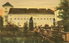 Alte Ansicht vom Rheinsberger Schloss - Brücke mit Blumentöpfen.