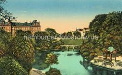 Historische colorierte Ansicht vom Hamburger Stadtgraben - Pavillon am Wallgraben, Brücke über das Wasser - Gebäude am Justizforum, Strafjustizgebäude.