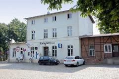 Bahnhof Rheinsberg (Mark) - erbaut 1899; re. Güterschuppen mit Fachwerkfassade.