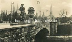 Altes Foto von der Puppenbrücke in Lübeck - erste aus Stein gebaute Brücke der Hansestadt; ursprünglich 1772 errichtet - 1907 Neubau.