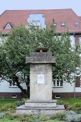 Denkmal den Märzgefallenen in Lübben (Spreewald) - eingeweiht 1948 im Gedenken an die Frühbürgerliche Revolution in Deutschland - 270 Menschen liessen damals ihr Leben.