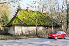 Sogen. Napoleonkarte in Blumendorf / Bad Oldesloe - direkt an der Bundestrasse B 75 gelegen. Das reetgedeckte Wohngebäude wurde um 1770 für Gutsbedienstete gebaut.