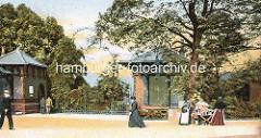 Histoirsche Ansicht vom Eingang des Botanischen Gartens in den Hamburger Wallanlagen - Blumenverkäuferin mit Blumenstand.