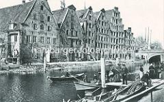 Altes Foto der Lübecker Salzspeicher an der Trave - erbaut zwischen 1579 und 1745; Baustil der Backsteinrenaissance / Backsteinbarock.