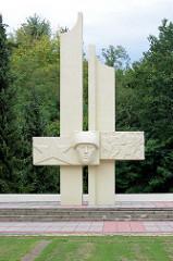 Sowjetischer Ehrenfriedhof für die 207 gefallenen Soldaten und Offiziere in Lübben, Spreewald; eingeweiht 1976 - Bildhauer Herbert Burschick.