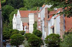 Wohnhäuser - Hausfassaden in unterschiedlichen Architekturstile, Hansestadt Lübeck.