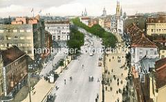 Historische Luftansicht von der Hamburger Reeperbahn, Autoverkehr und Strassenbahnen. Links oben der Spielbudenplatz - Kirchtürme.