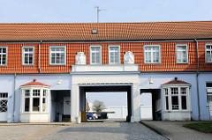 Werkseinfahrt an der Hochofenstrasse in Lübeck-Kücknitz.