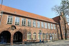 Schulgebäude in der Torstrasse, Lübeck Travemünde.