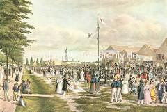 Colorierte Darstellung vom Spielbudenplatz um 1840 - Passanten und Holzbuden / Hochseil - Artisten; im Hintergrund die Windmühle am Alten Elbpark und der Turm der St. Michaeliskirche.