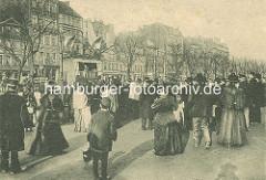 Alte Darstellung - Hamburger Spielbudenplatz, Zuschauer beim Kaspertheater.
