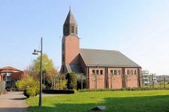 Versöhnungskirche im Pommern-Zentrum von Travemünde;  Grundsteinlegung 1988, Architekt Helmut Eggemann.