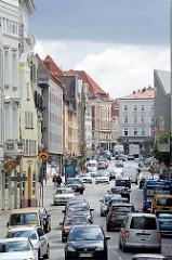 Blick  in die Beckergrube - Hausfassaden, Wohnhäuser - Geschäftshäuser, Lübecker Innenstadt.