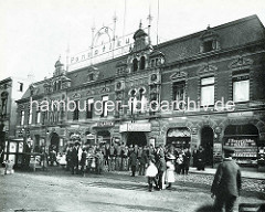 Historisches Gebäude vom Panoptikum auf dem Spielbudenplatz in Hamburg St. Pauli - Eingang Wilhelmshalle, Geschäft Juwelliere / Böhmische Granaten.