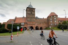 Historisches Burgtor der Hansestadt Lübeck; Teil der ehem. Lübecker Befestigungsanlage, spätgotischer Burgturm.