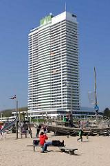 Maritim Hotel in Lübeck Travemünde - das Hotel wurde 1974 fertig gestellt und hat mit 36 Etagen eine Höhe von 119 m.
