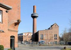 Industriearchitektur in der Hansestadt Lübeck - Backsteingebäude, Schornstein an der Hafenstrasse von Lübeck.