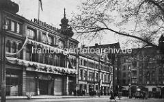 Blick über den Hamburger Spielbudenplatz zum Gebäude des Zillertals und dem St. Pauli Theater sowie Davidwache - Hotel Stein in der Davidstrasse.