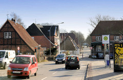 Mecklenburger Strasse, Am Schlutuper Markt - Engstelle beim Strassenverkehr, Weg zum ehm.  Grenzübergang.