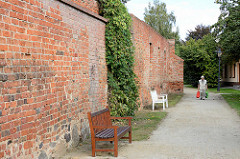 Alte Stadtmauer, Stadtmauerabschnitt der historischen Stadtbefestigung von Lübben (Spreewald).