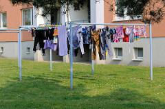 Wohnblock - Wohnanlage beim Luisenhof in Lübeck - Wäsche zum Trocknen auf der Leine.