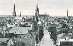 Altes Flugbild / Luftaufnahme - Kirchtürme der Hansestadt Lübeck.