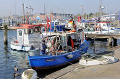 Fischereihafen in Travemünde - Kutter am Kai.