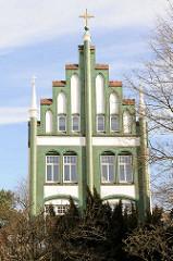 Fassade / Treppengiebel der Schwedischen Kirche in Lübeck - erbaut 1903, 1968 Auflösung der Gemeinde.