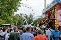 Vergnügungspark / Jahrmarkt mit Riesenrad - Spreewaldfest in Lübben.