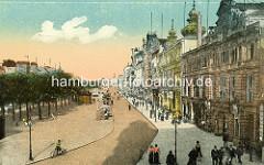 Alte Ansicht von den Veranstaltungsgebäude am Spielbudenplatz, Hamburg St. Pauli; Radfahrer und Verkaufsbuden - Passanten.