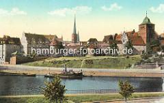 Alte Ansicht von Lübeck - Blick über die Kanalstrasse zum Burgtor - in der Bildmitte der Kirchturm der St. Jakobikirche.