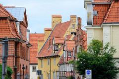 Backsteinarchitektur und Fachwerk - Hausfassaden und Dacherker in der Hansestadt Lübeck.