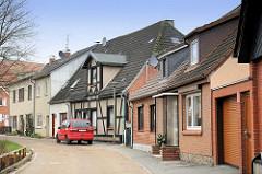 Wohnhäuser mit Verblendklinker oder aufgesetztem Fachwerk - Architektur in Lübeck Moisling.