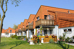 Wohnhäuser im Pommern-Zentrum in Travemünde; 1988 der Pommerschen Landmannschaft übergeben.
