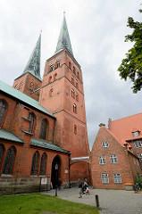 Türme vom Lübecker Dom - Backsteinkirche, 1247 geweiht.