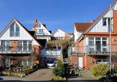 Wohnhäuser  an der Küterstrasse am Ufer der Trave bei Lübeck Schlutup -